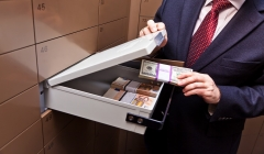 Article image: Opening a safe deposit box in Dubai, the UAE