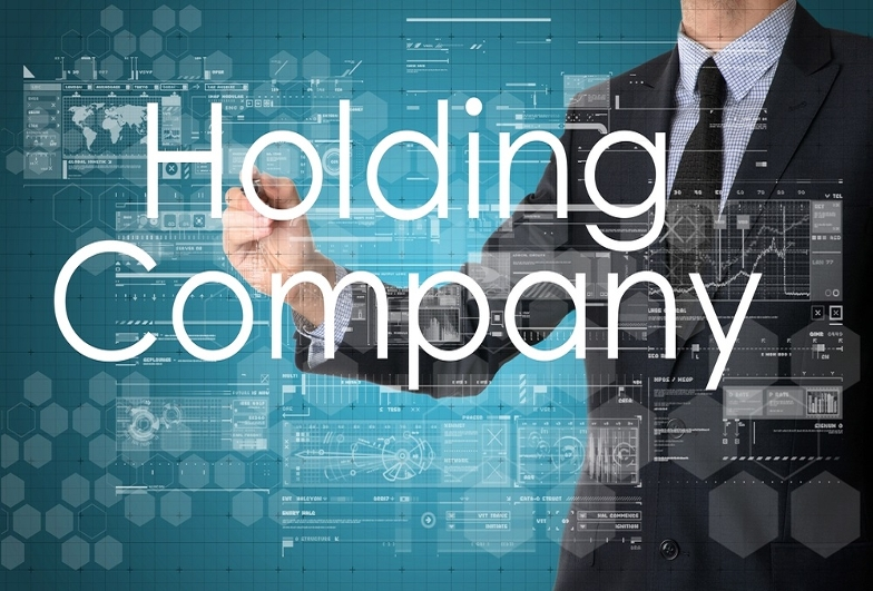 Main picture: An example of creating a holding company with the use of a company in the UAE