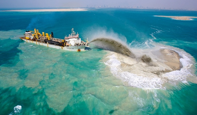 Main picture: Artificial Islands in Dubai