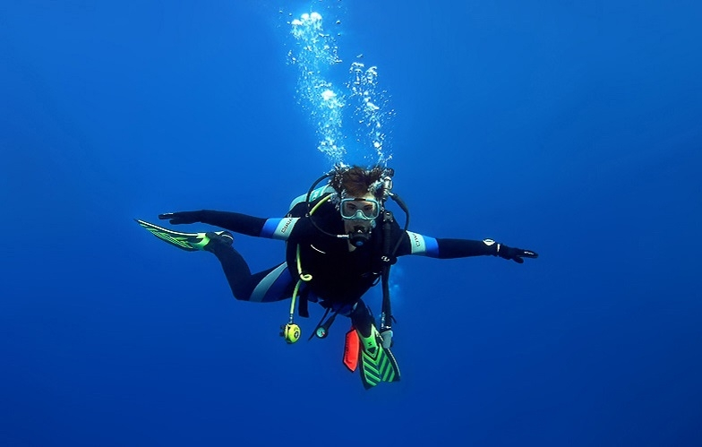 Main picture: Diving in the United Arab Emirates
