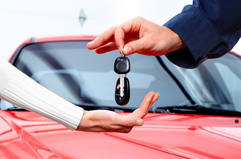 Main picture: Buying and selling cars in the UAE