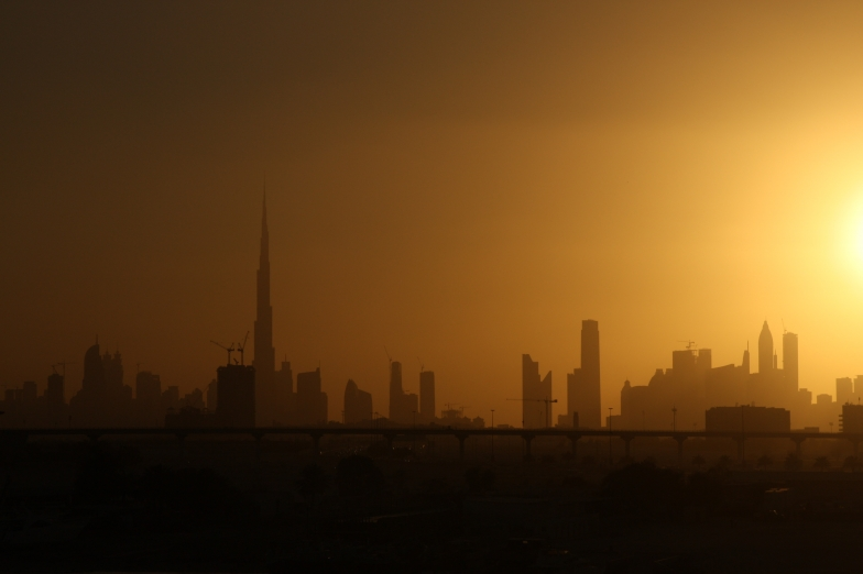 Main picture: Sandstorms in Dubai